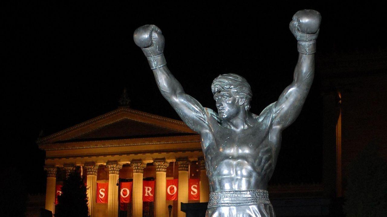 Brady jersey placed on Rocky statue in Philadelphia | theScore.com