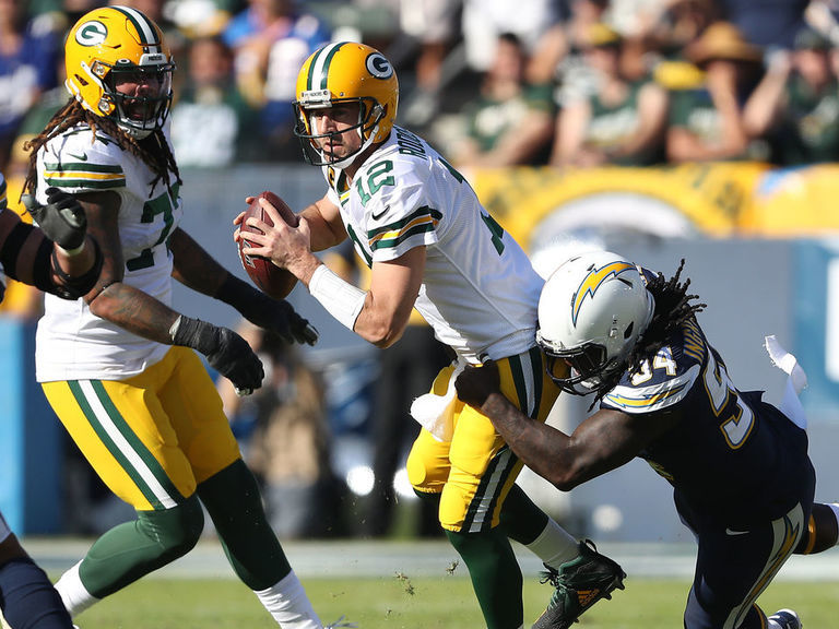 Packers stunned by Chargers as offense falters