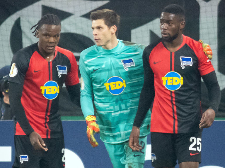 Hertha defender Torunarigha racially abused by Schalke supporters    theScore.com