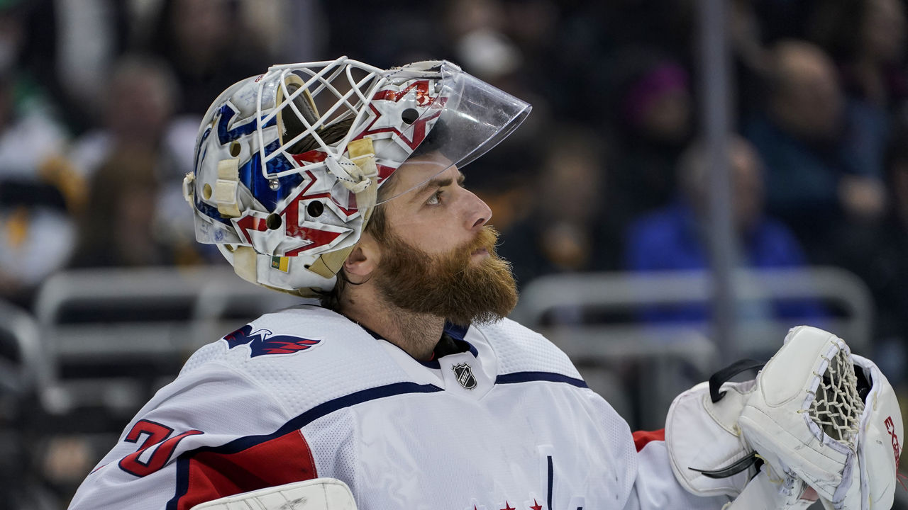 Capitals Holtby Rescues Trapped Kitten Thescore Com