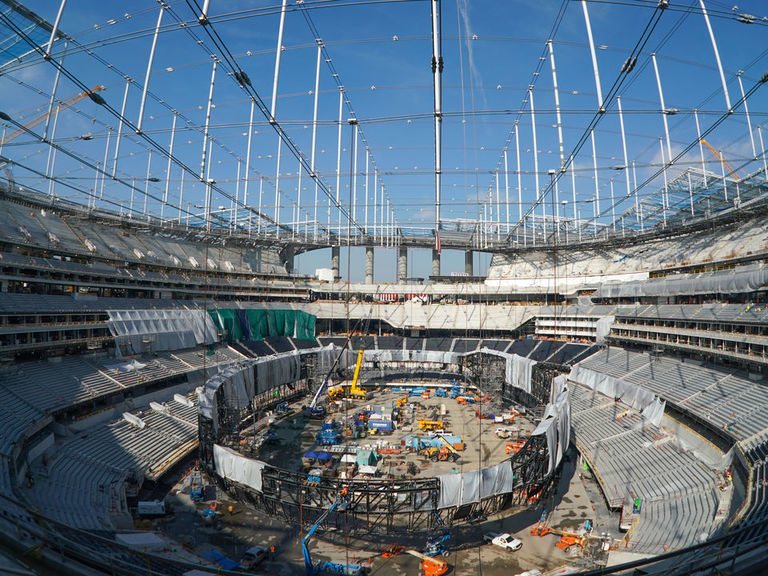 Worker dies after falling from SoFi Stadium roof