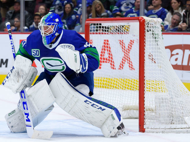 Canucks Gm Hopes To Re Sign Markstrom He S An Important Guy For Us Thescore Com
