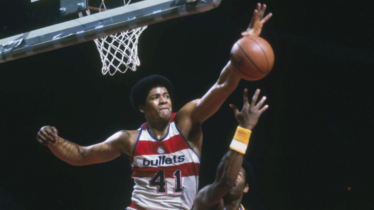WASHINGTON - UNDATED: Washington Bullets' Wes Unseld #41 jumps and blocks a shot by a Utah Jazz player during a game at Capital Centre circa the 1970's in Washington, D.C.. NOTE TO USER: User expressly acknowledges and agrees that, by downloading and/or using this Photograph, User is consenting to the terms and conditions of the Getty Images License Agreement.