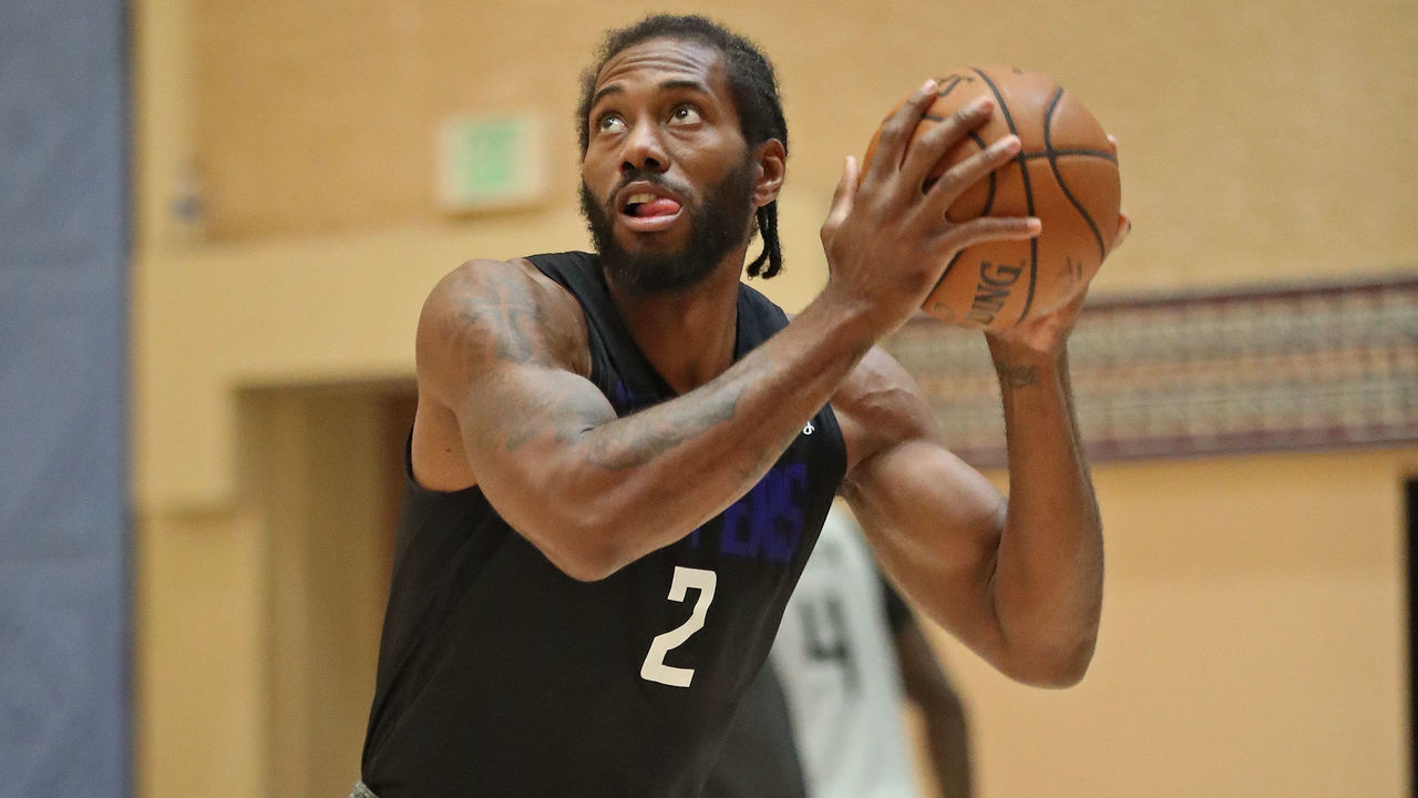 ORLANDO, FL - JULY 15: Kawhi Leonard #2 of the LA Clippers shoots the ball during practice as part of the NBA Restart 2020 on July 15, 2020 in Orlando, Florida. NOTE TO USER: User expressly acknowledges and agrees that, by downloading and/or using this photograph, user is consenting to the terms and conditions of the Getty Images License Agreement. Mandatory Copyright Notice: Copyright 2020 NBAE