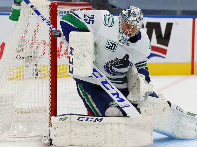Canucks Markstrom To Resume Contract Talks After Playoffs Thescore Com