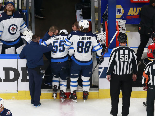 Scheifele Helped Off With Injury In Game 1 Thescore Com