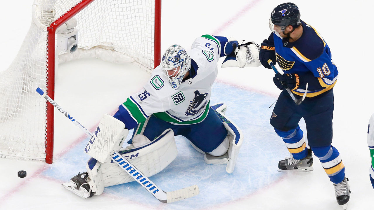 Markstrom Canucks Game 5 Win Showed A Lot Of Character Thescore Com