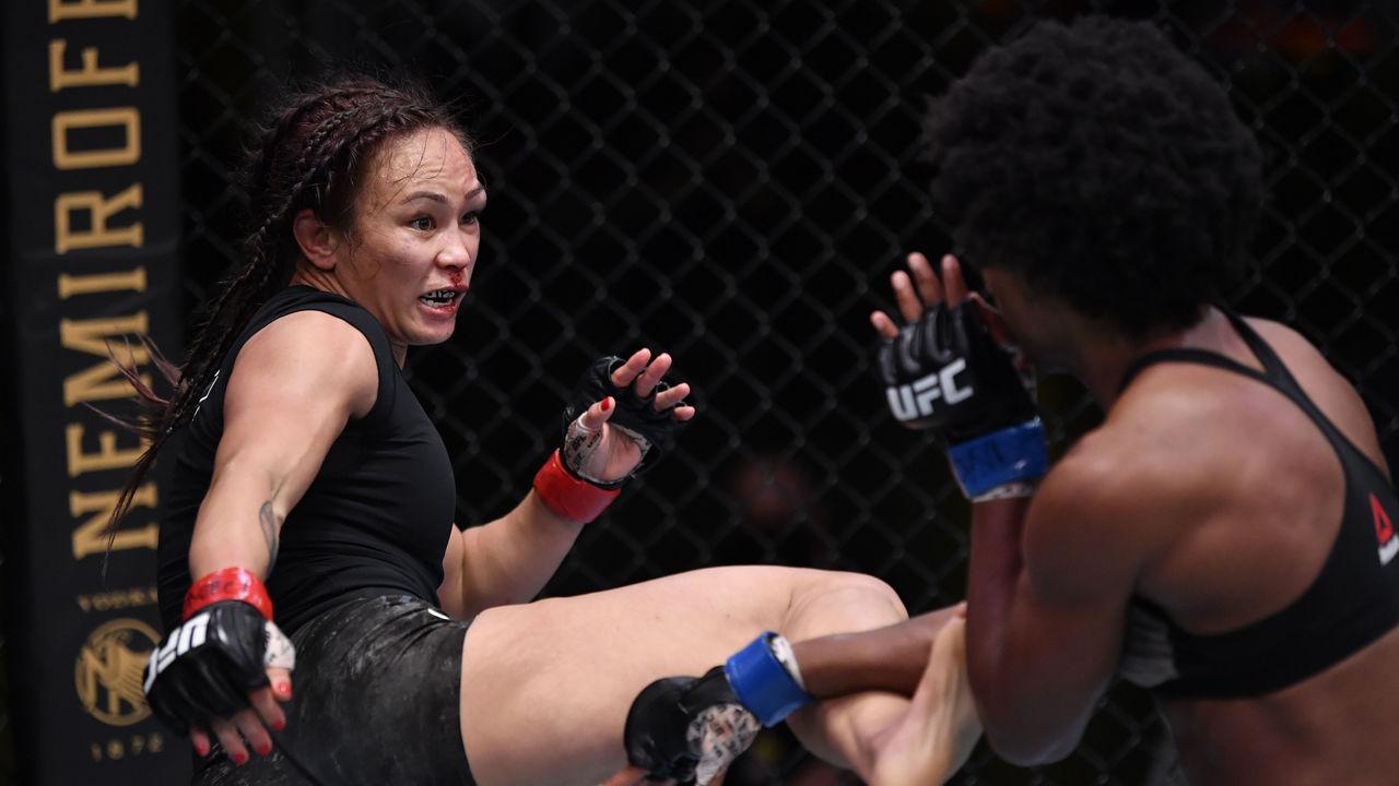 Waterson takes razor-thin decision over Hill in UFC main event |  theScore.com