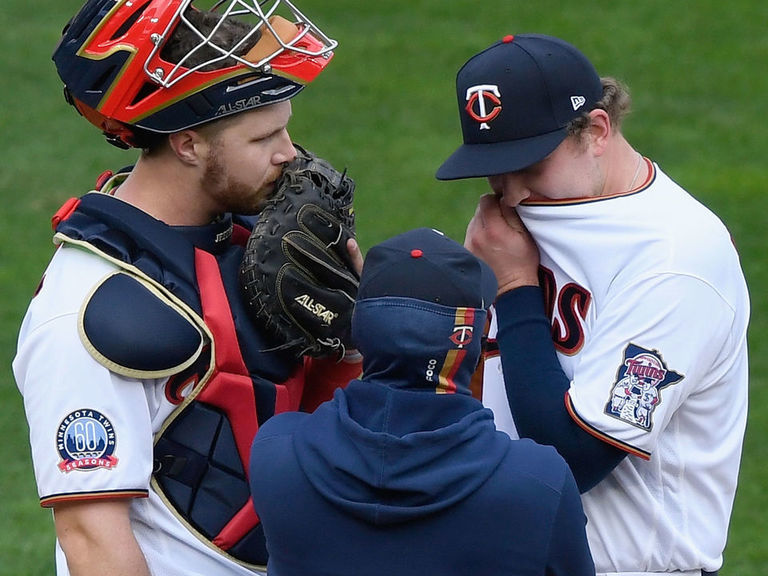 Twins drop Game 1 to Astros for 17th straight playoff loss