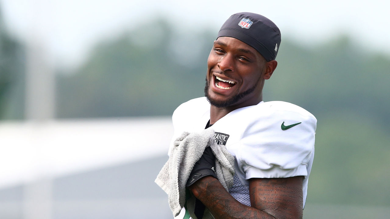 FLORHAM PARK, NEW JERSEY - AUGUST 23: Le'Veon Bell #26 of the New York Jets looks on at Atlantic Health Jets Training Center on August 23, 2020 in Florham Park, New Jersey.