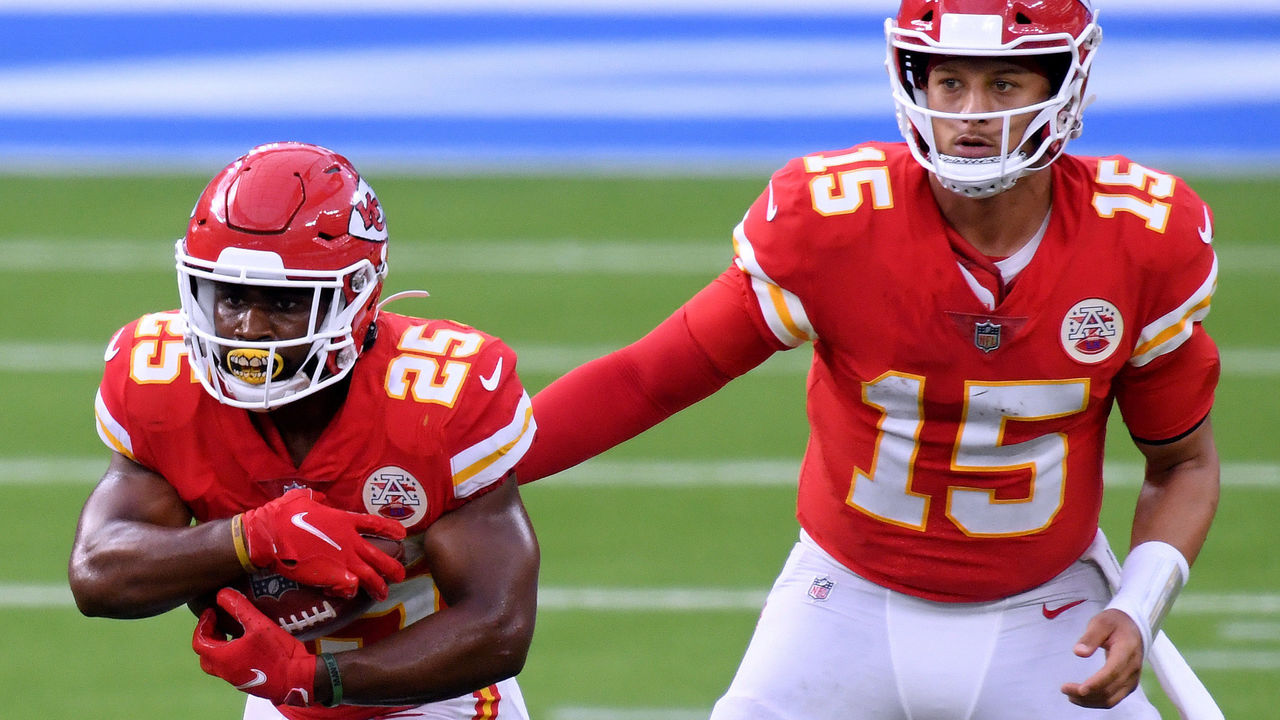INGLEWOOD, CALIFORNIA - SEPTEMBER 20: Patrick Mahomes #15 of the Kansas City Chiefs hands off to Clyde Edwards-Helaire #25 during a 23-20 win over the Los Angeles Chargers at SoFi Stadium on September 20, 2020 in Inglewood, California.
