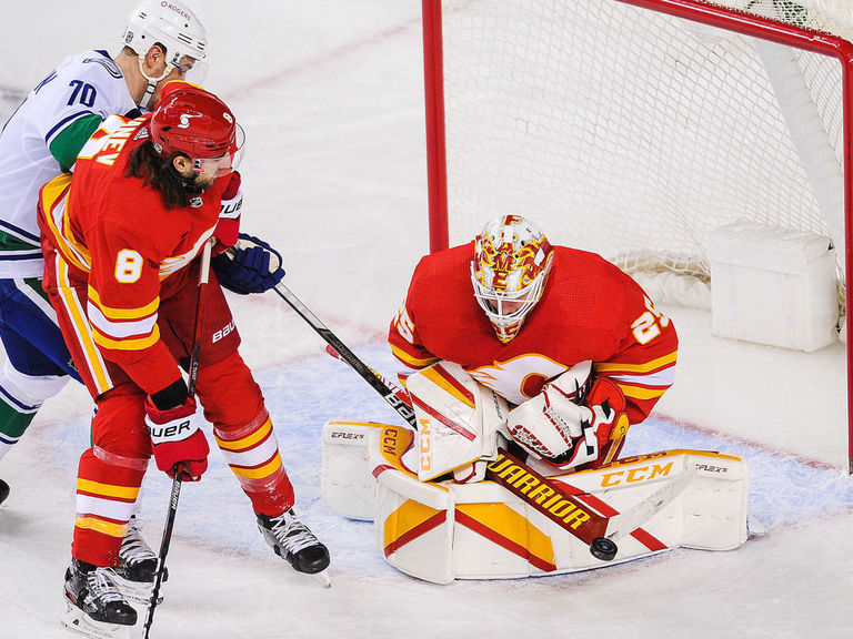 Flames' Lindholm praises Markstrom: 'He deserves the contract'