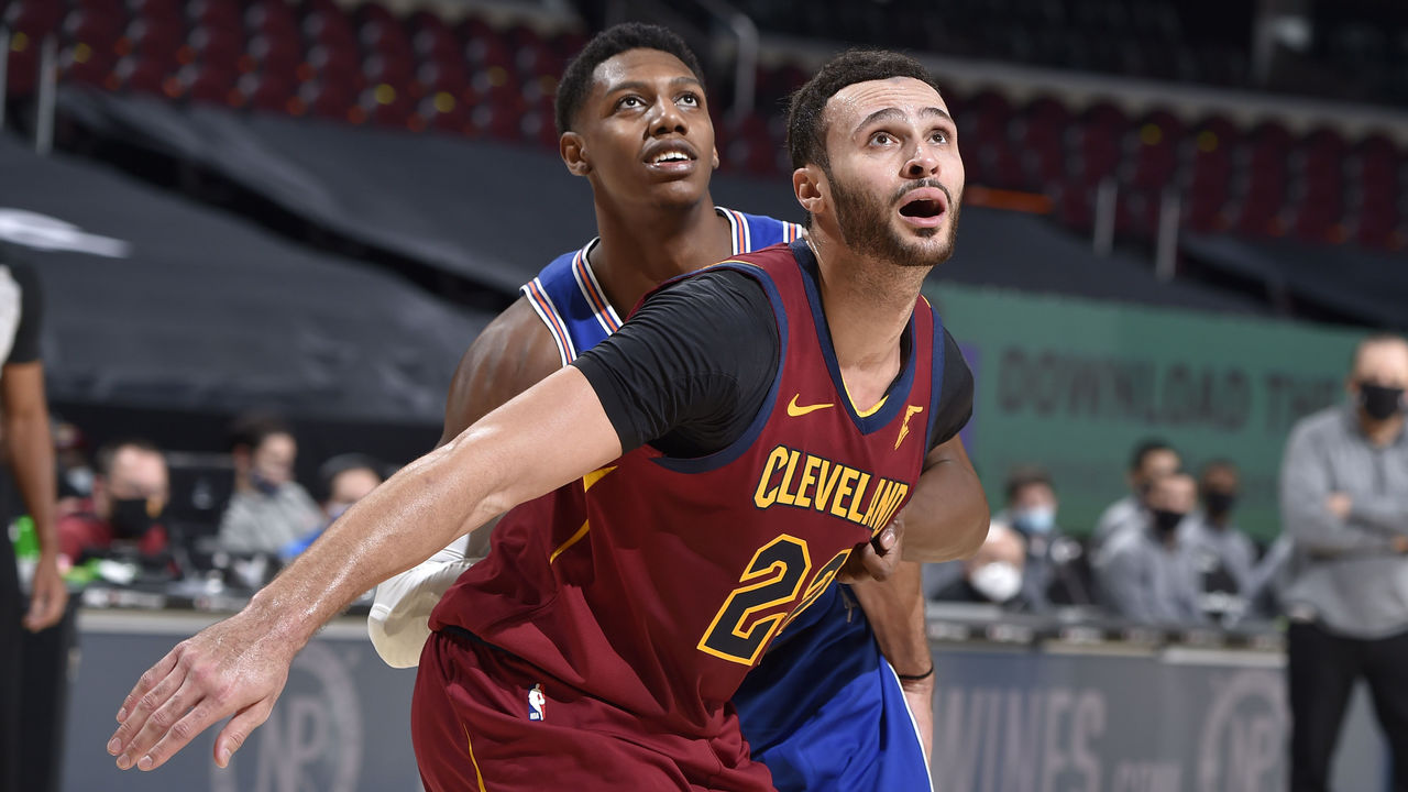 CLEVELAND, OH - JANUARY 15: Larry Nance Jr. #22 of the Cleveland Cavaliers and RJ Barrett #9 of the New York Knicks fight for position during the game on January 15, 2021 at Rocket Mortgage FieldHouse in Cleveland, Ohio. NOTE TO USER: User expressly acknowledges and agrees that, by downloading and/or using this Photograph, user is consenting to the terms and conditions of the Getty Images License Agreement. Mandatory Copyright Notice: Copyright 2021 NBAE